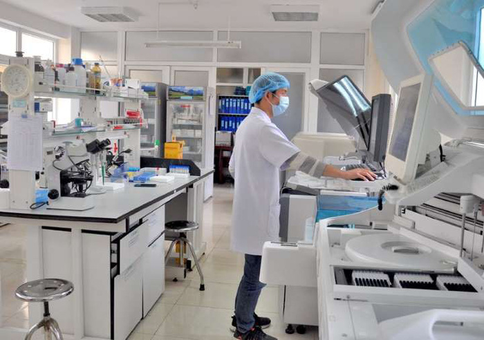 Thủ tướng yêu cầu xử lý sai phạm trong mua sắm vật tư y tế phòng chống dịch COVID-19 - Ảnh 1.