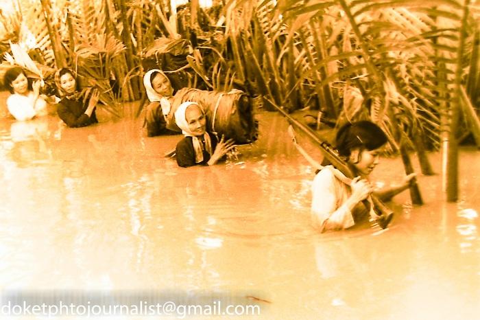 Những hình ảnh chưa từng được công bố về phụ nữ ở chiến trường miền Đông Nam bộ - Ảnh 5.