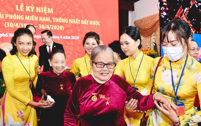 Long Trọng Lễ Kỷ Niệm 45 Năm Giải Phong Miền Nam Thống Nhất đất Nước Bao Phụ Nữ Việt Nam