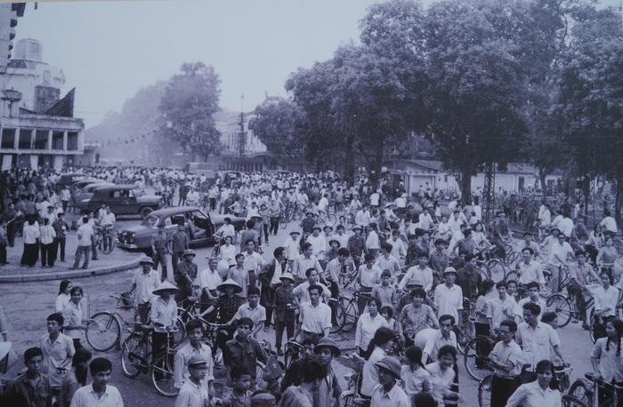 [Ảnh] Những hình ảnh xúc động về phụ nữ Việt Nam trong những ngày giải phóng miền Nam - Ảnh 8.