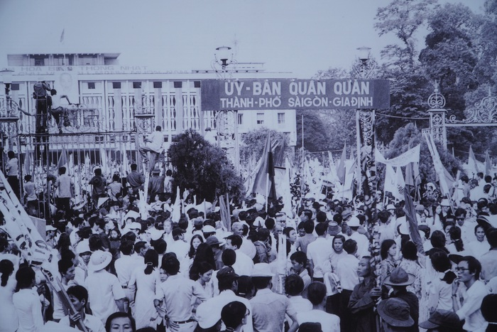 [Ảnh] Những hình ảnh xúc động về phụ nữ Việt Nam trong những ngày giải phóng miền Nam - Ảnh 13.