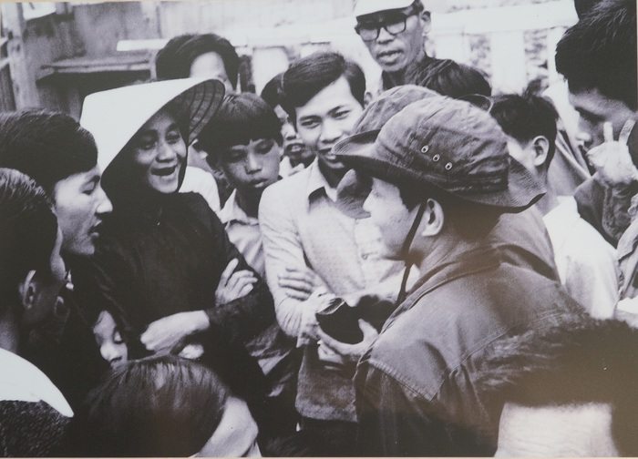 [Ảnh] Những hình ảnh xúc động về phụ nữ Việt Nam trong những ngày giải phóng miền Nam - Ảnh 3.