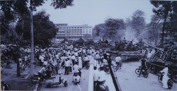 [Ảnh] Những hình ảnh xúc động về phụ nữ Việt Nam trong những ngày giải phóng miền Nam - Ảnh 5.