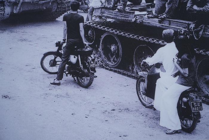 [Ảnh] Những hình ảnh xúc động về phụ nữ Việt Nam trong những ngày giải phóng miền Nam - Ảnh 6.