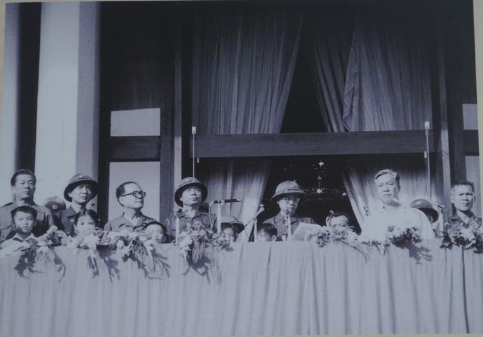 [Ảnh] Những hình ảnh xúc động về phụ nữ Việt Nam trong những ngày giải phóng miền Nam - Ảnh 12.