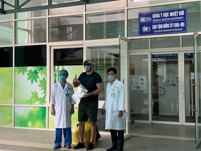 2/5 bệnh nhân nhiễm COVID-19 được công bố khỏi bệnh là nữ - Ảnh 1.