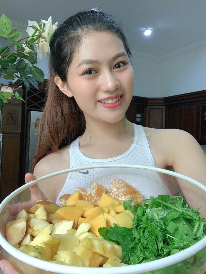 Hoa khôi Vũ Hương Giang tiết lộ cách duy trì năng lượng tích cực trong mùa dịch - Ảnh 1.