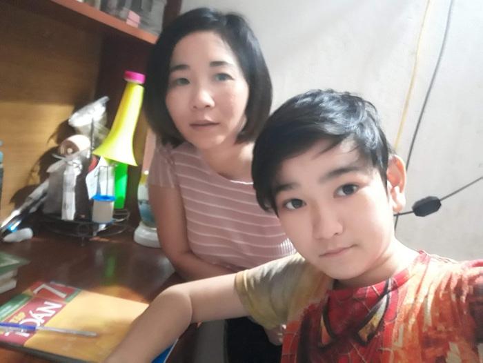 Nghị lực của mẹ đơn thân hơn 10 năm chăm con ở viện - Ảnh 1.