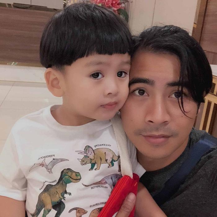 Thanh Bình ăn uống đạm bạc một mình, xin lỗi vì đã nhiều tháng không gặp con trai - Ảnh 3.