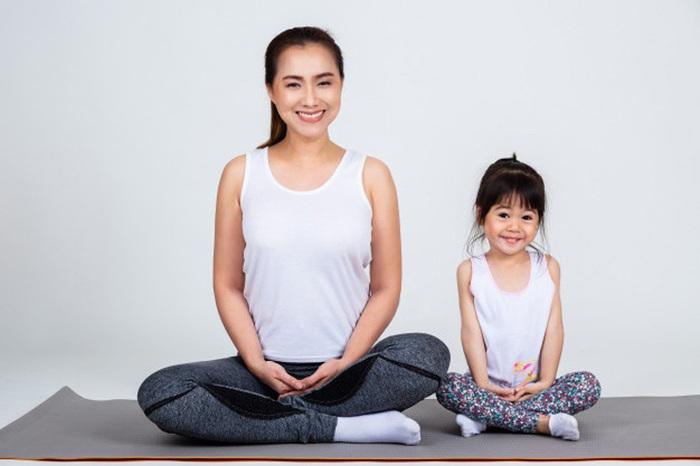 3 bài tập yoga đơn giản, giúp tăng cường sức đề kháng, phòng dịch Covid-19 cho cả nhà - Ảnh 2.