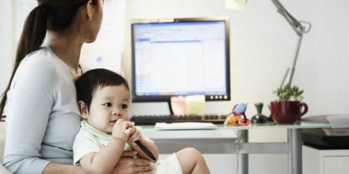 """Mẹ bỉm sữa làm việc online tại nhà mùa dịch: Những sự cố """"cười ra nước mắt"""" - Ảnh 2."""
