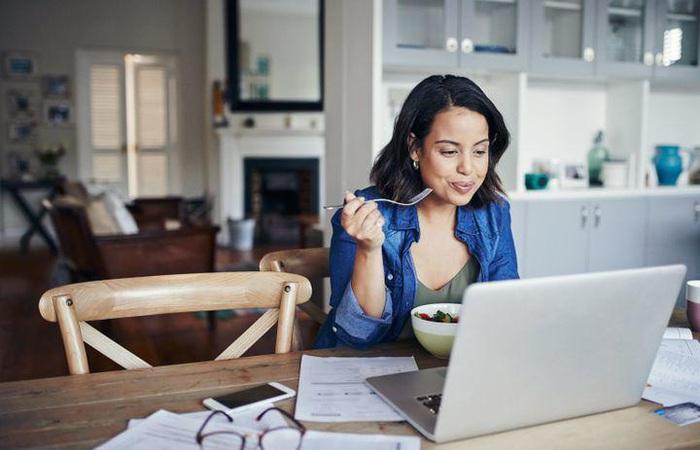 """Mẹ bỉm sữa làm việc online tại nhà mùa dịch: Những sự cố """"cười ra nước mắt"""" - Ảnh 3."""
