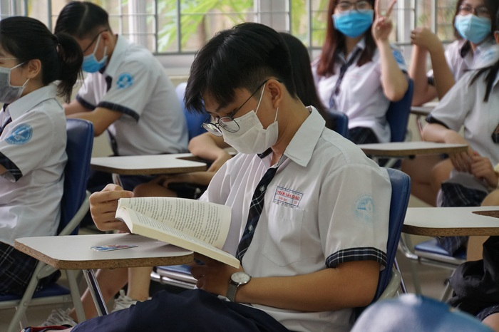 Hình ảnh học sinh TPHCM bồi hồi khi kỳ học đặc biệt chính thức bắt đầu - Ảnh 8.