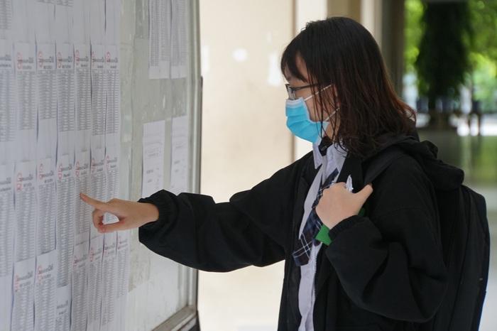 Hình ảnh học sinh TPHCM bồi hồi khi kỳ học đặc biệt chính thức bắt đầu - Ảnh 6.