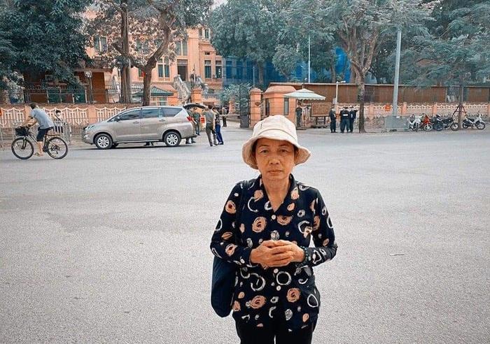 Trước phiên giám đốc thẩm vụ án con trai mình, bà Nguyễn Thị Loan - mẹ Hồ Duy Hải hy vọng có một kết cục tốt đẹp, công lý và công bằng cho con trai. Ảnh Lê Thế Thắng.
