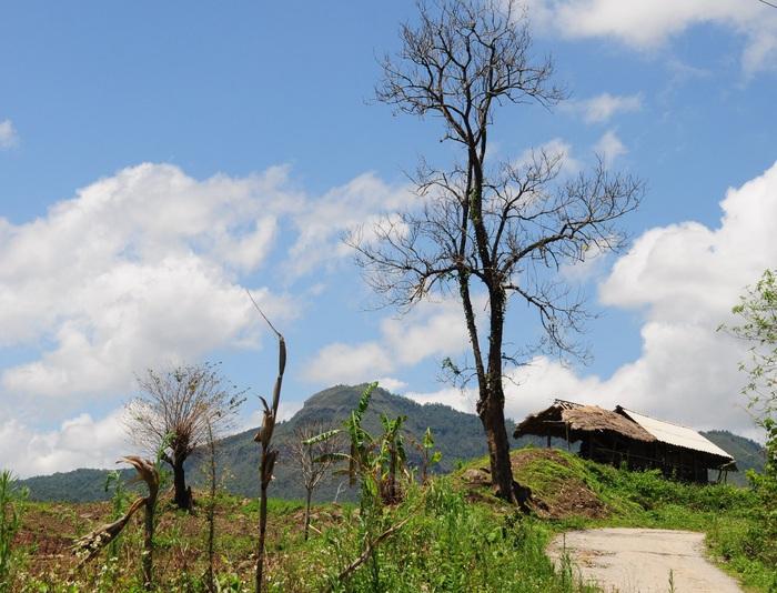 Đường từ TP Điện Biên Phủ đến Hồ Noong U cứ cao dần, giúp bạn thu trọn tầm mắt cảnh sắc nơi này