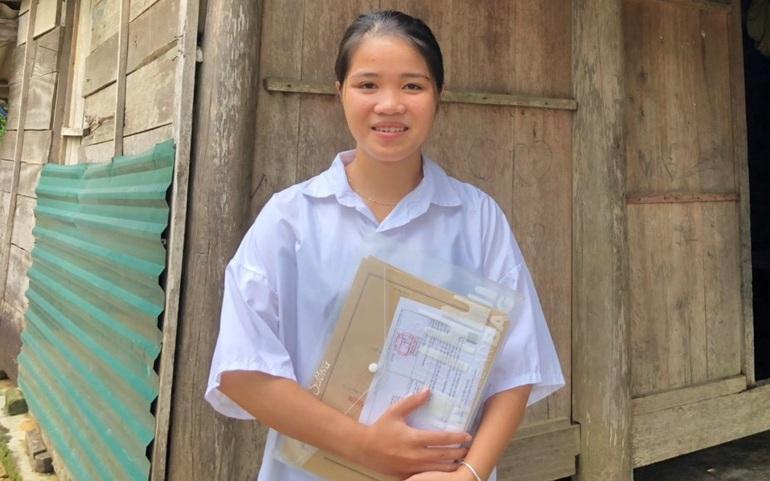 Hồ Thị Sương là nữ sinh dân tộc Chứt đầu tiên ở bản Rào Tre đỗ đại học