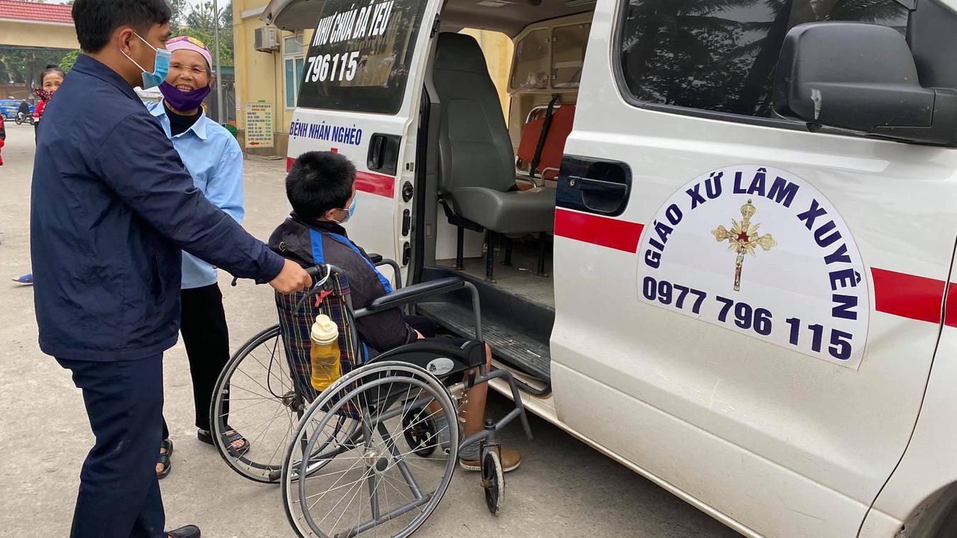 Những chuyến xe cứu thương 0 đồng ấm lòng bệnh nhân nghèo