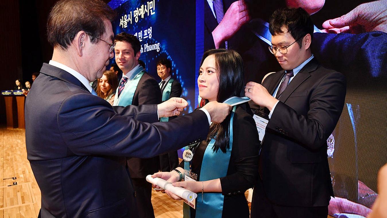 """""""Nữ đại sứ văn hóa Việt-Hàn"""" được vinh danh Công dân danh dự của Seoul 2019"""