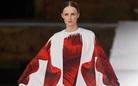 Rực rỡ sắc màu Valentino Couture Thu Đông 2021