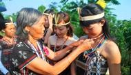 Người phụ nữ Cơ Tu góp phần xây dựng bản làng thêm giàu đẹp