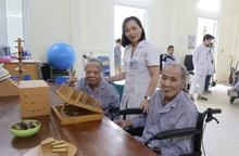 Người già và bệnh làm suy giảm chức năng cơ thể do tai biến