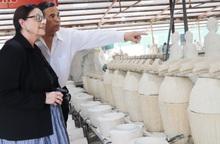 Đại biểu diễn đàn Việt - Mỹ tìm hiểu bản sắc văn hóa Việt qua gốm Chu Đậu