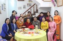 Hội LHPN Việt Nam thăm Mẹ Việt Nam Anh hùng và cán bộ hội viên bị ảnh hưởng vì mưa, bão