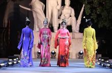 """Dấu ấn """"12 mùa hoa Hà Nội"""" trong Ngày hội Văn hóa ASEAN"""