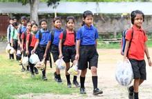 Trường học đặc biệt ở Ấn Độ thu học phí bằng rác thải