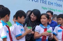 Vinamilk mang niềm vui uống sữa đến với 34.000 trẻ em Quảng Nam