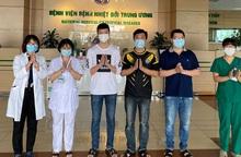 Thêm 2 bệnh nhân nhiễm Covid-19 được chữa khỏi, cả nước có 305/328 người đã được xuất viện