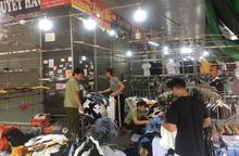 Hàng hiệu Lacoste, Louis Vuitton, Gucci giả tràn ngập chợ Ninh Hiệp