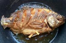 Bí quyết rán cá, rán trăm lần đều vàng giòn, không rách da, sát chảo