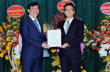 Trao quyết định bổ nhiệm ông Nguyễn Thanh Long là quyền Bộ trưởng Y tế