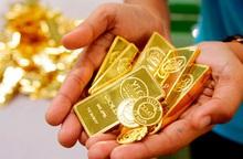 """Lại tăng """"như vũ bão"""", giá vàng thế giới đang cao hơn trong nước 500.000 đồng/lượng"""