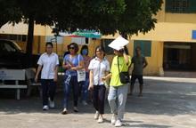 """Gần 89.000 học sinh Hà Nội """"đội nắng"""" đi làm thủ tục dự thi vào lớp 10"""