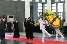 Đoàn Ban Chấp hành TƯ Hội LHPN Việt Nam viếng nguyên Tổng Bí thư Lê Khả Phiêu