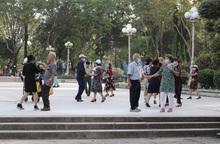 TP.HCM: Tạm dừng khu trò chơi thiếu nhi, khiêu vũ trong công viên