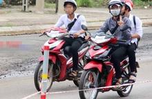 Teen đòi cha mẹ mua xe gắn máy để không bị lạc lõng khi đến trường