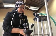 Nữ thợ máy sửa chữa ô tô đầu tiên ở Ai Cập