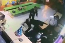 Điều tra vụ việc 2 thanh niên hành hung dã man người phụ nữ đang bế con