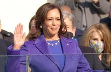 Bà Kamala Harris chính thức tuyên thệ trở thành Phó Tổng thống da màu đầu tiên của Mỹ
