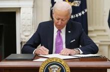 Tân Tổng thống Mỹ Joe Biden ký 10 sắc lệnh ngăn đại dịch Covid-19