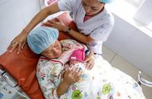 Đều đặn uống thuốc tránh thai, cô gái 19 tuổi vẫn đẻ 4 con trong 2 năm