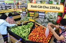 Giá hoa quả tại nhiều siêu thị giảm mạnh, xoài Cát Chu chỉ 23k/kg