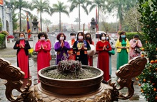 Phụ nữ Hà Nội dâng hương tưởng niệm Hai Bà Trưng