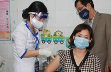 Chia sẻ của nữ cán bộ y tế đầu tiên ở Hải Dương được tiêm vaccine ngừa Covid-19