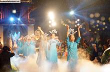 Khán giả đội mưa xem màn trình diễn hơn 600 bộ Áo dài