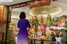 TPHCM: Người dân dâng hương tưởng nhớ các Vua Hùng trước ngày Giỗ Tổ